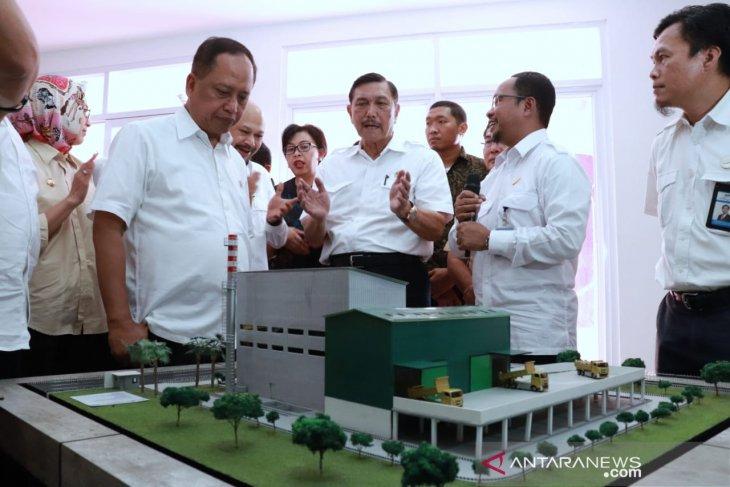 Minister Pandjaitan dedicates waste-to-energy plant in Bekasi