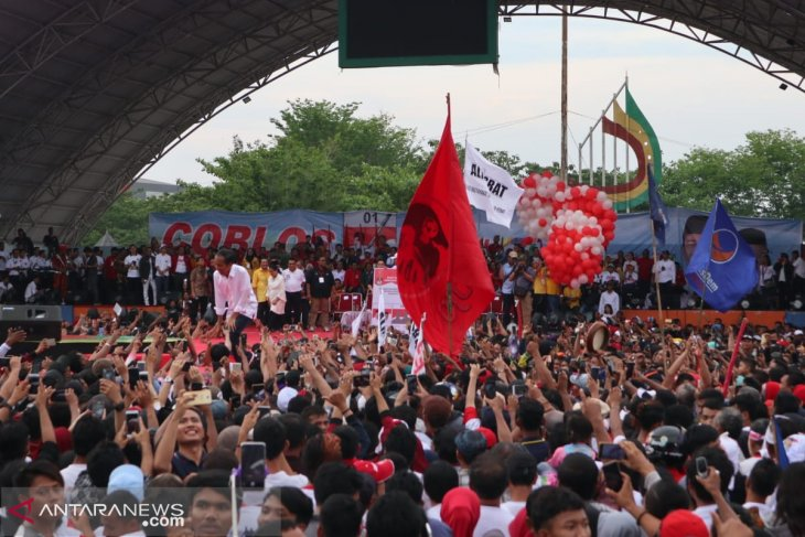 Jokowi vows to continue work on Trans-Sumatra railway track