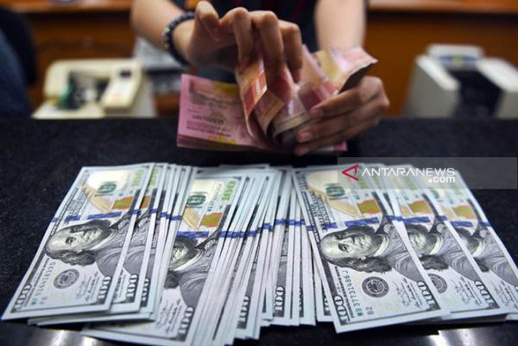 Rupiah falls on high demand for dollars