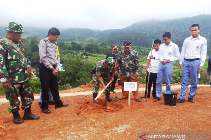 Program penghijauan TNI di lereng Bukit Simago-mago