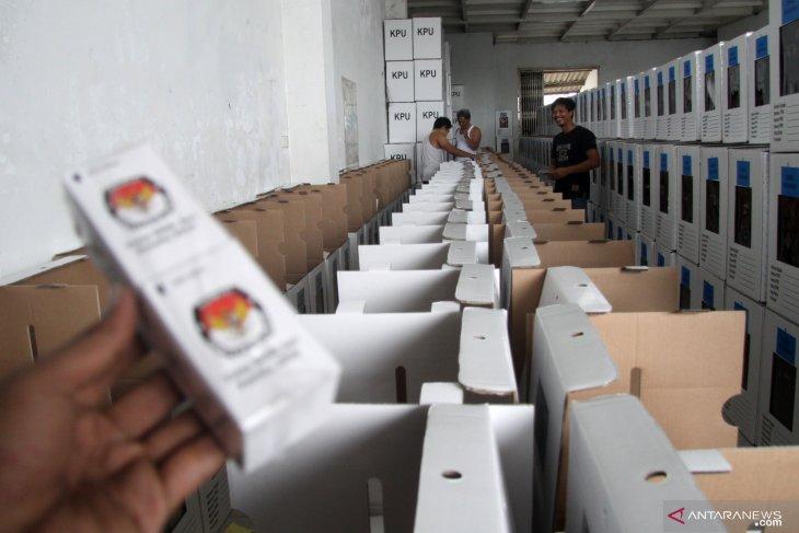 Kapal angkut logistik pemilu kandas di Pulau Rusa, Bintan
