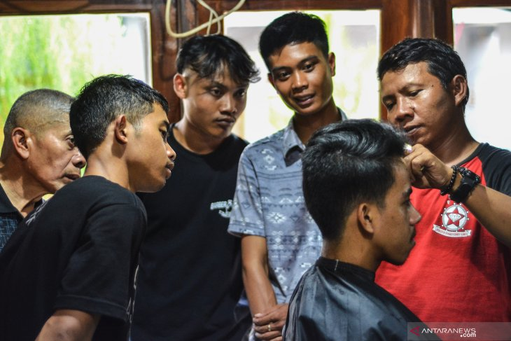 Kompensasi PLN untuk Tukang cukur Garut