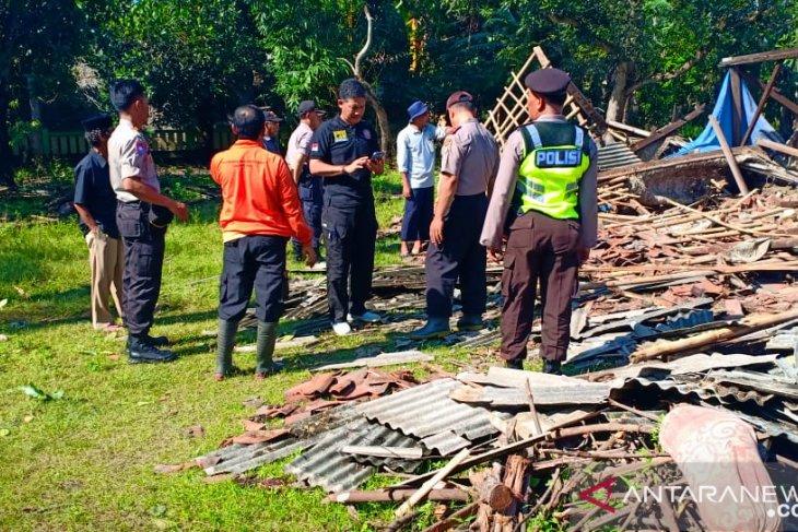Puting beliung terjang Bekasi, 176 rumah rusak