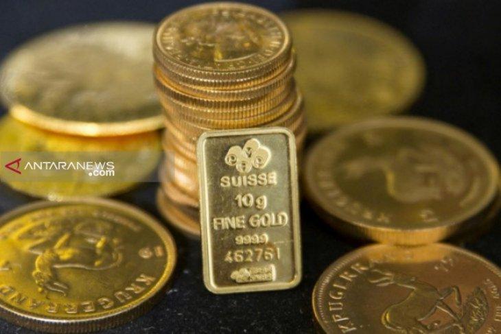 Harga emas jatuh karena investor mencerna data ekonomi China dan AS