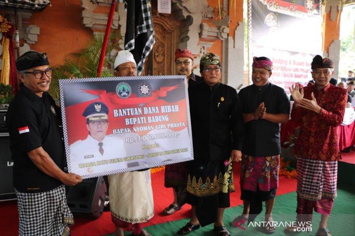 Badung serahkan dana hibah pemugaran pura di Bangli