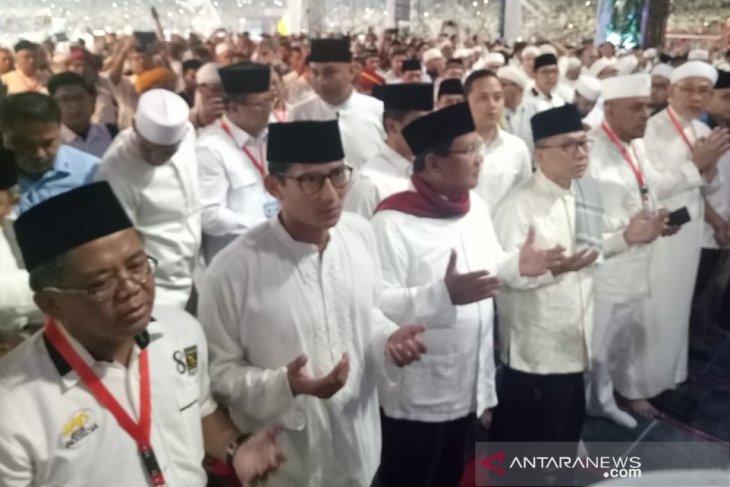 Prabowo-Sandi shalat subuh berjamaah jelang kampanye akbar di Gelora Bung Karno