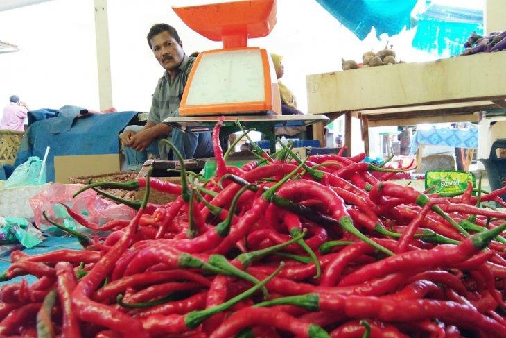 Harga cabai merah dan bawang putih naik 100 persen di Labuhanbatu