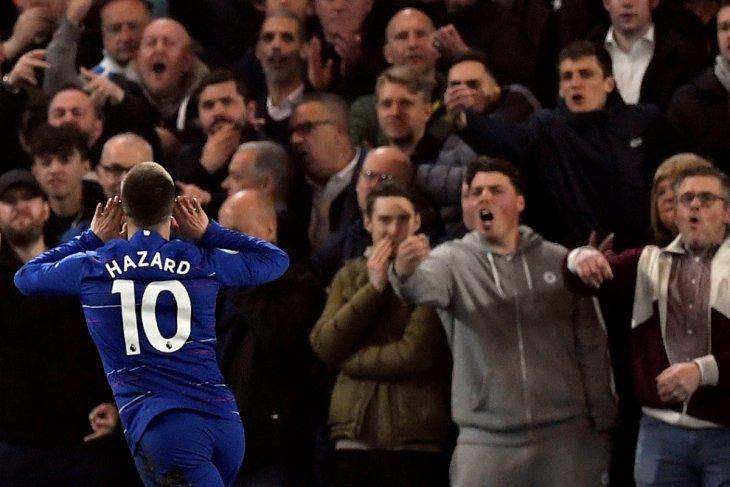 Dua gol Hazard bawa Chelsea ke posisi ketiga