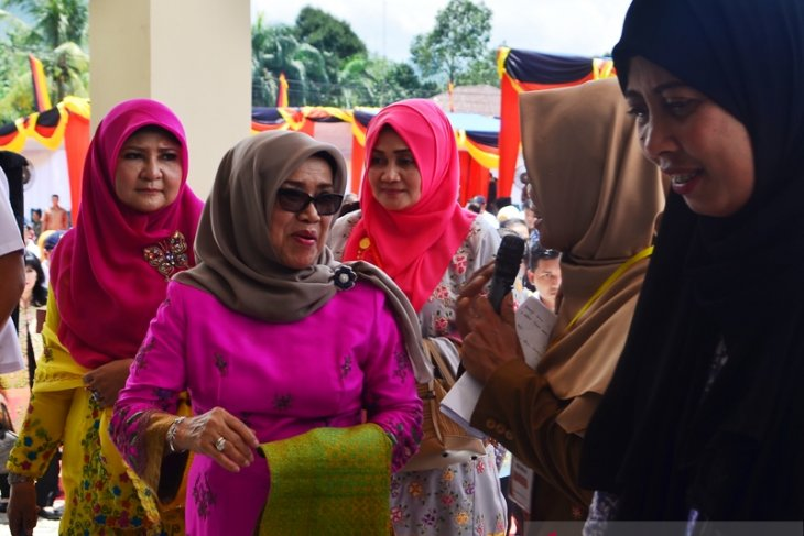 Mufidah Jusuf Kalla dorong lestarikan tenun asli Sumbar