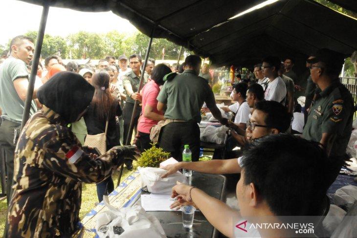 Pasar murah HUT ke-73 Persit IX/Udayana diserbu masyarakat