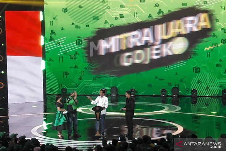 Presiden  cari pengemudi Gojek yang antarkan sate ke Istana