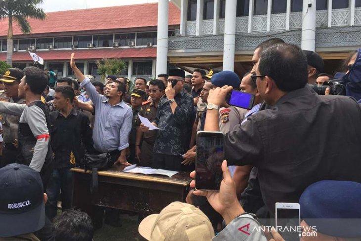 Plt Gubernur Aceh tanda tangani petisi