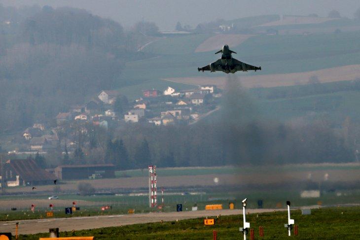 Dua pesawat tempur Eurofighter tabrakan di Jerman