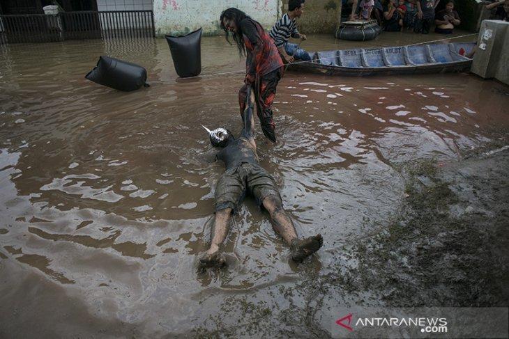 Pentas Bandung lautan banjir