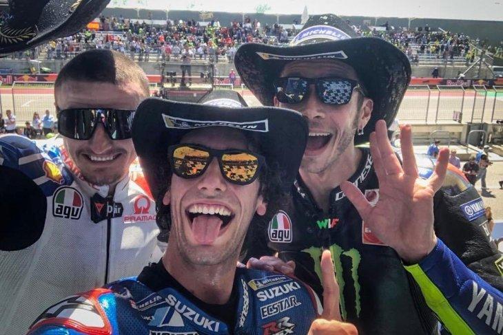 Rins juara motoGP AS, Marquez tumbang