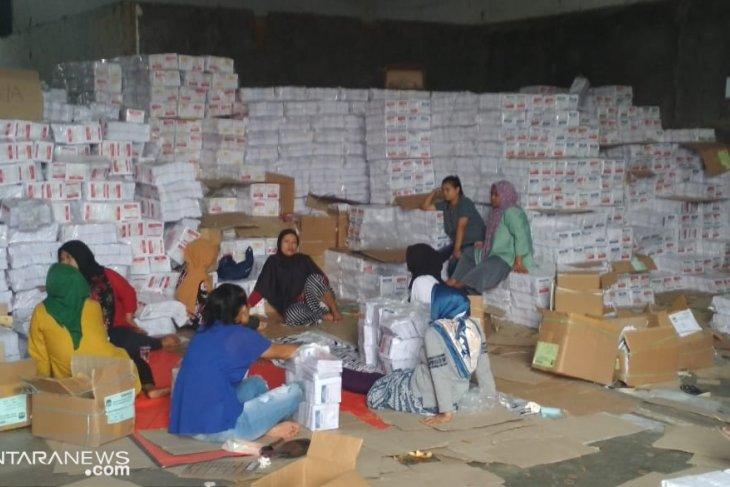 KPU Kabupaten Sukabumi sudah distribusikan 98 persen logistik pemilu