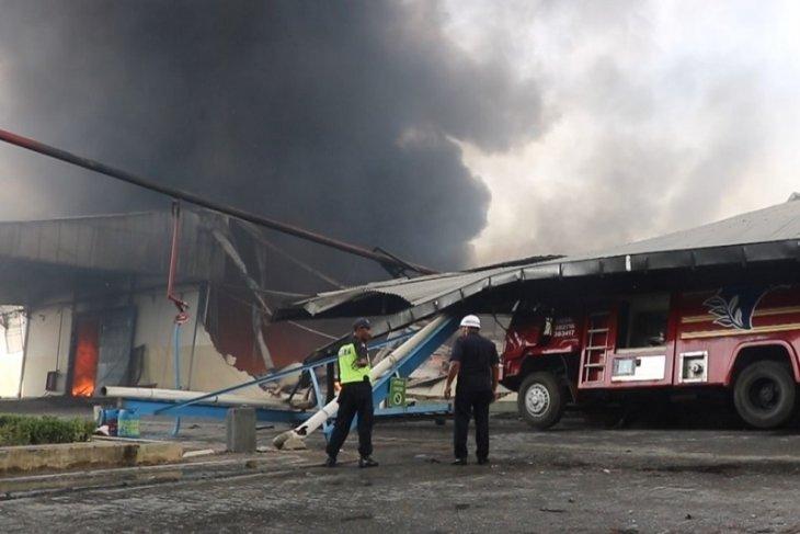 Pabrik Kacang Garuda terbakar
