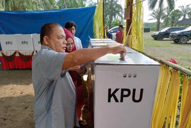 Pemilu 2019: Bupati Langkat berikan hak suaranya
