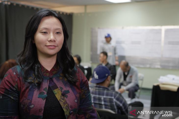 Livi Zheng  flmkan penghitungan suara Pemilu di Los Angeles