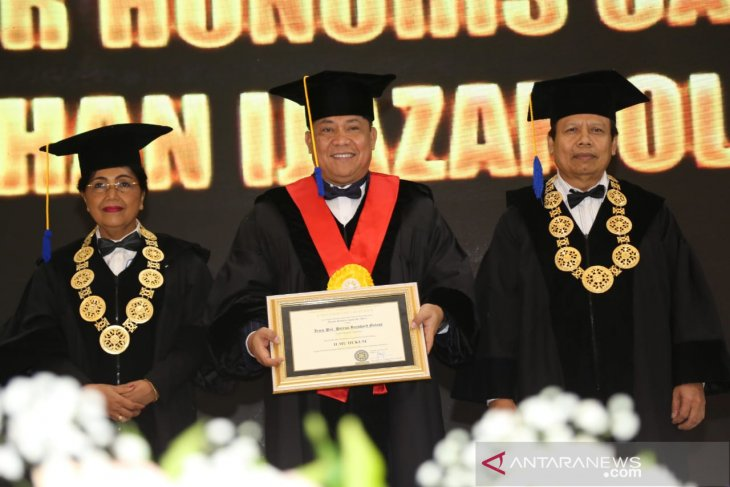Kapolda Bali raih gelar doktor kehormatan