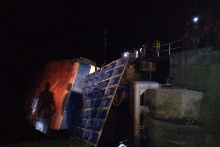 KMP Seluang ferry ship loaded with six trucks sinks
