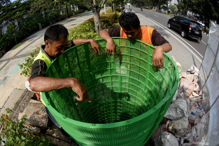 Jakarta governor urges citizens to conserve water