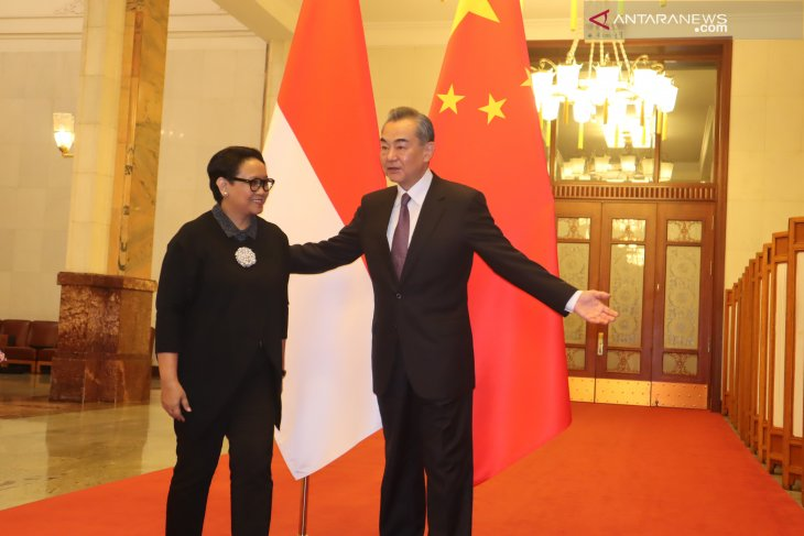 Indonesia's democratic feat draws Chinese foreign minister's acclaim