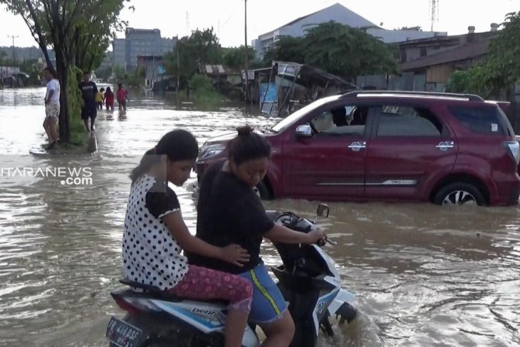 School, homes in Sorong, West Papua, inundated by floods
