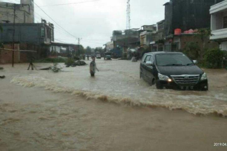 Jalan Trans Sulawesi putus terendam banjir