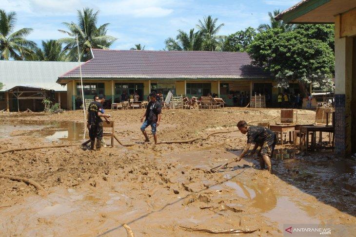 PWI dan Palm Mukomuko salurkan bantuan untuk korban banjir