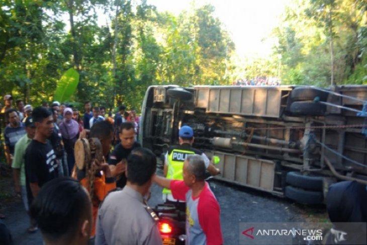 Bupati Pandeglang: cabut izin operasional bus ugal-ugalan