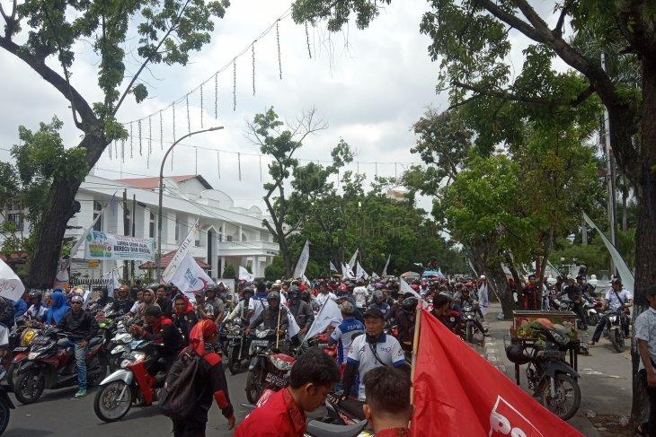 Perayaan May Day di Sumut, buruh gelar aksi di kantor gubernur