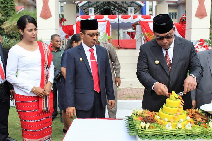 Gubernur Maluku janji angkat  guru honorer sebagai PNS