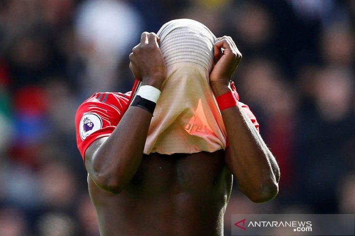 Manchester United tetap pertahankan Paul Pogba