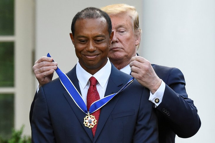 Tiger Woods terbata-bata terima Medali Kebebasan dari Trump