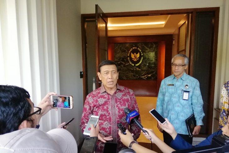 Bantah tutup media massa, Wiranto siap