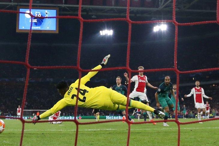 Jegal Ajax,  Spurs jungkalkan prediksi di atas kertas
