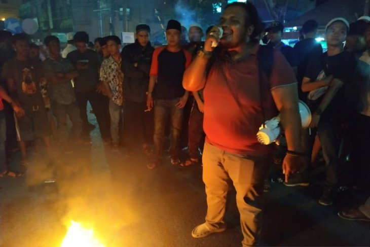 Akibat pemadaman listrik, warga demo PLN Tanjungbalai