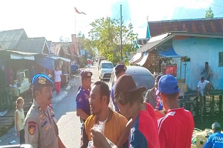 Satpolairud allot free takjil for coastal communities