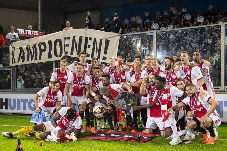 Ajax di pucuk Liga Belanda dengan selisih tiga poin