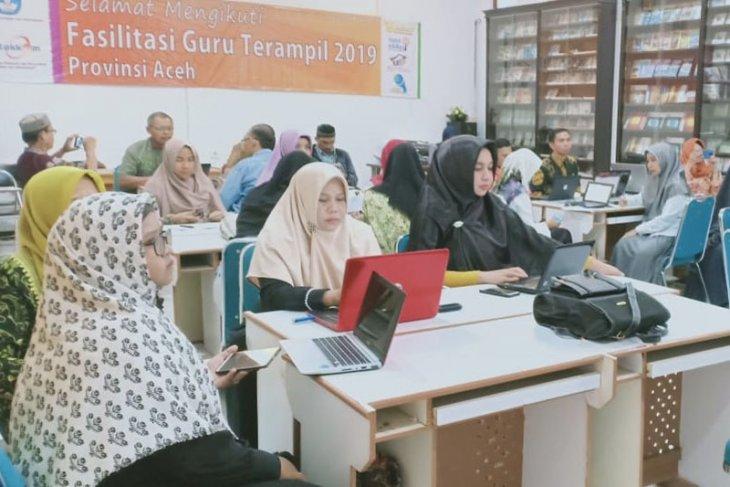 32 guru dilatih teknologi informasi dan komunikasi