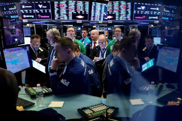 Wall Street ditutup lebih tinggi karena Fed tahan suku bunga