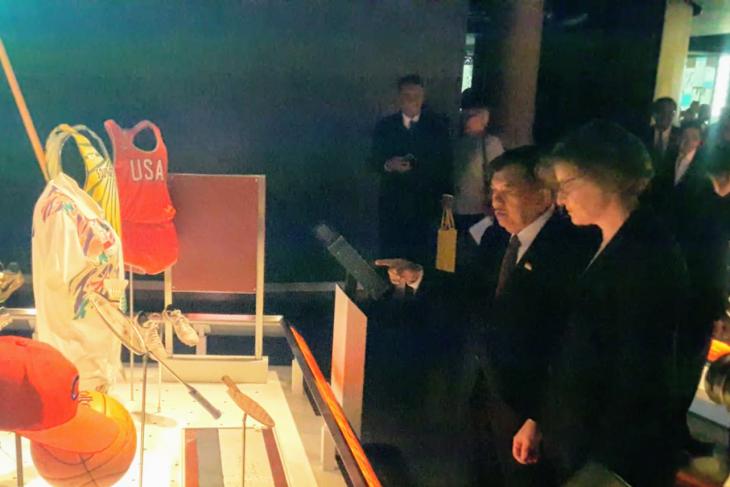 Wapres tengok seragam Susi Susanti di Museum Olimpiade Swiss
