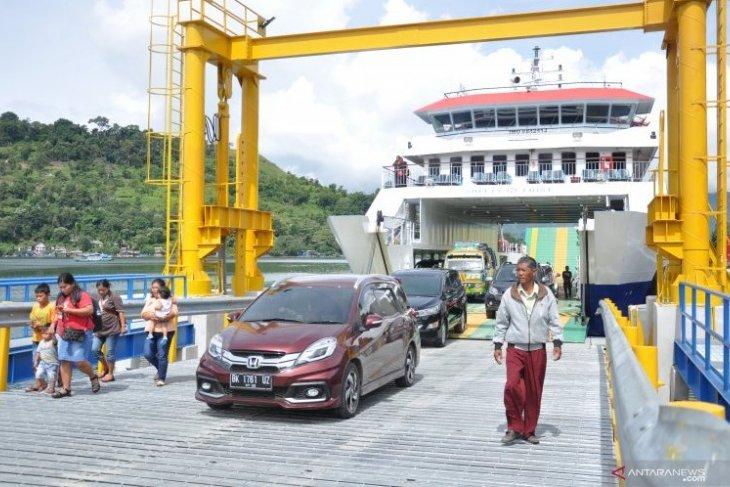 Kapal penyeberangan Danau Toba siap angkut pemudik (Video)