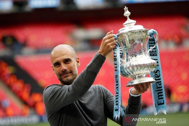 Manchester City raih tiga gelar domestik