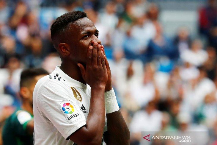 Madrid akhiri musim dengan kekalahan memalukan di kandang
