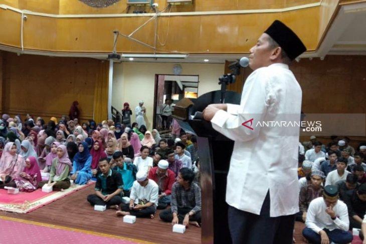 Sekda HST bukber dengan mahasiswa di Banjarmasin