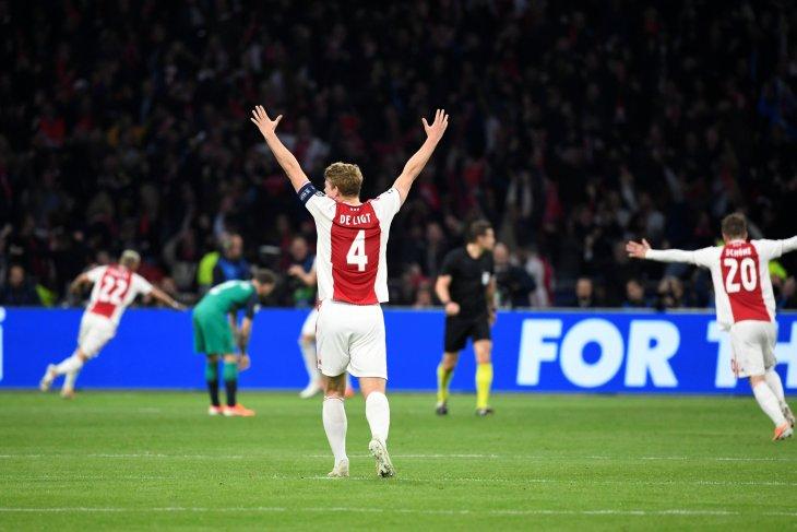 MU mundur dari perburuan bek Ajax Matthijs de Ligt
