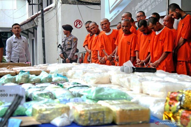 BNN mengamankan 35 kilogram sabu yang disembunyikan dalam tumpukan sayur