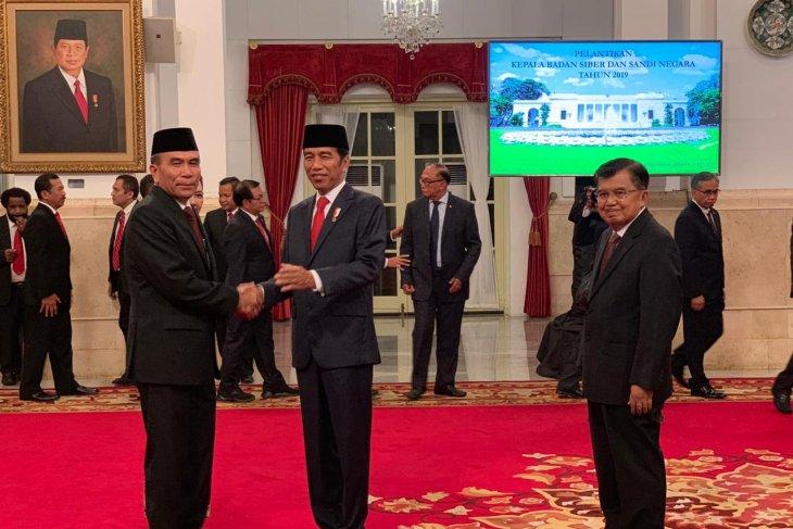 Presiden angkat Hinsa Siburian jadi Kepala Badan Siber dan Sandi Negara